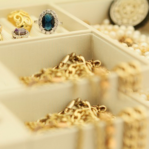 What do I need to know about buying gold jewellery