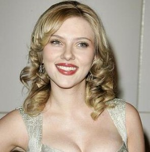 Scarlett wows again on the red carpet