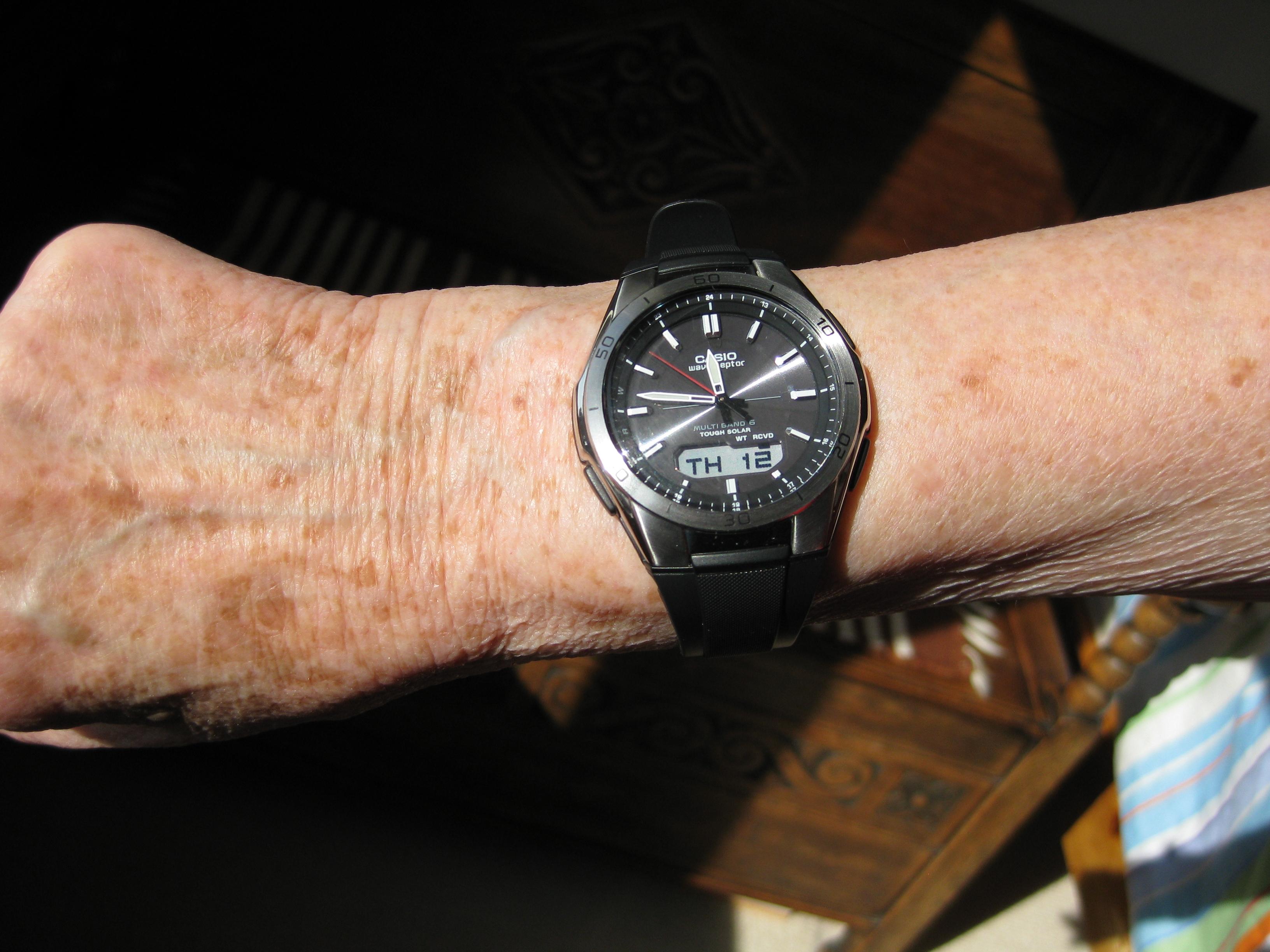 Gents Casio Waveceptor Alarm Chronograph Watch (WVA-M640-1AER) |  WatchShop.com™