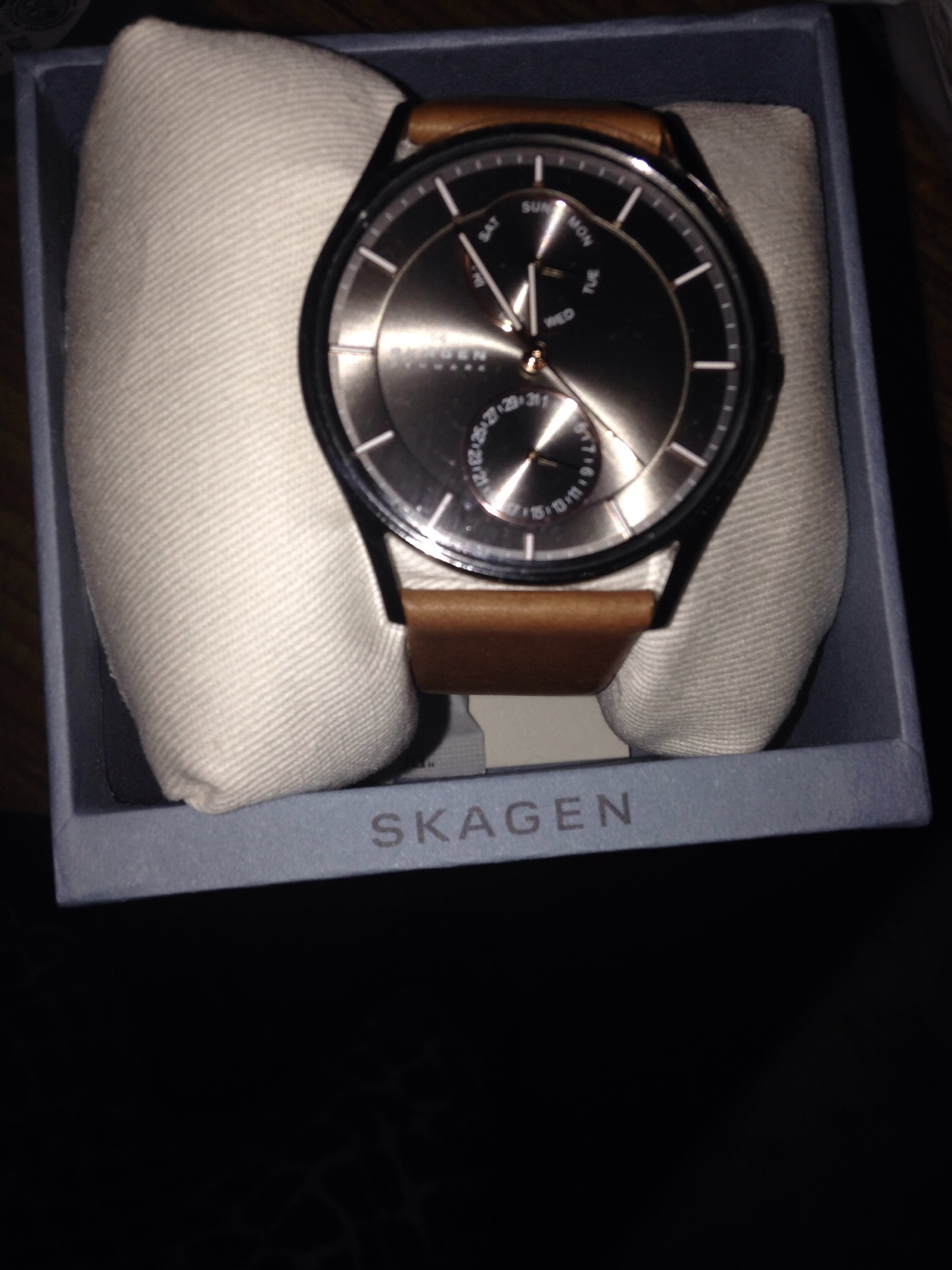19625befc6 I have been ordered Skagen mens watch SKW6086 brown strap,black dial and  silver colour border.But I received brown colour strap and black colour  dial ...