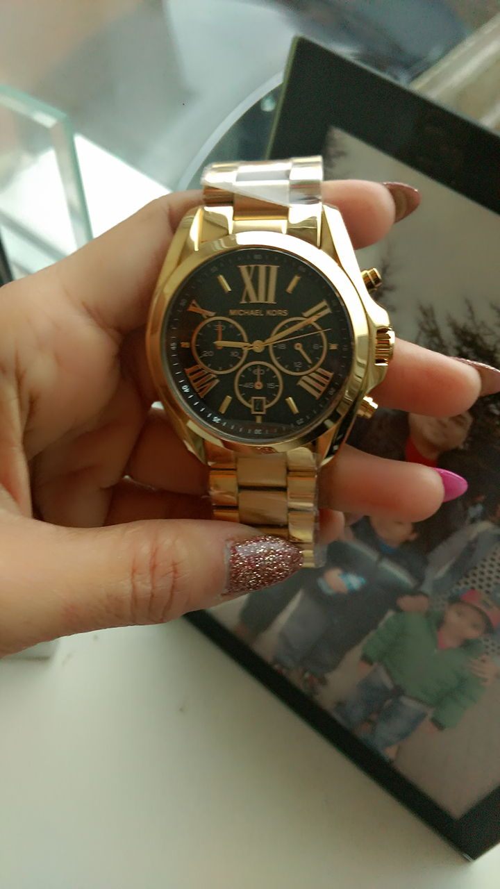 09f47202d Its a perfect goldnot very shinycolour with a black dial.I like the broad  chain bracelet.Very elegant.Overall its a perfect gift for me .