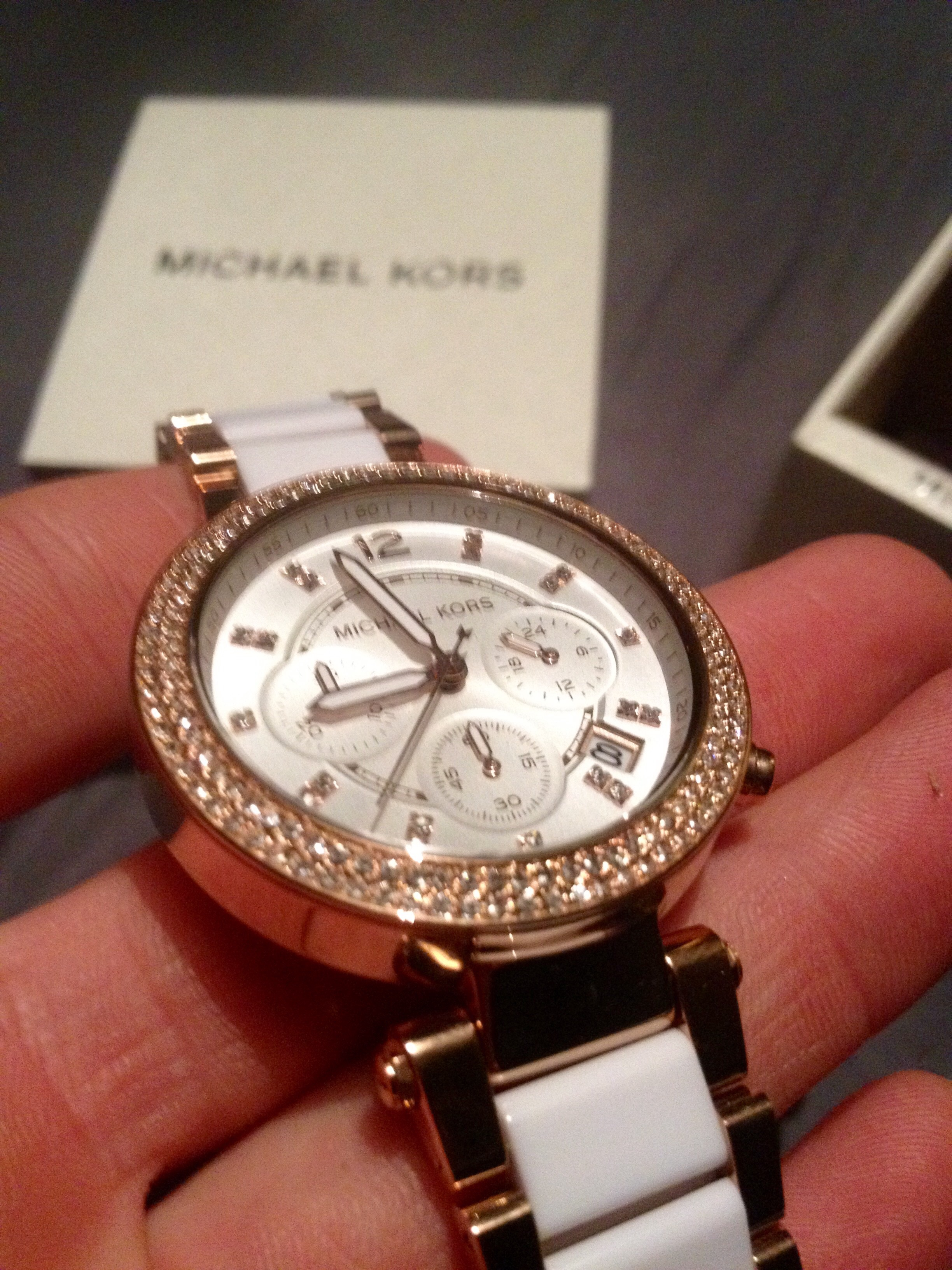 2abff19fb221 I am extremely satisfied with this watch and its quality! As you can see in  my image its an extremely attractive watch with little diamonds that  twinkle in ...