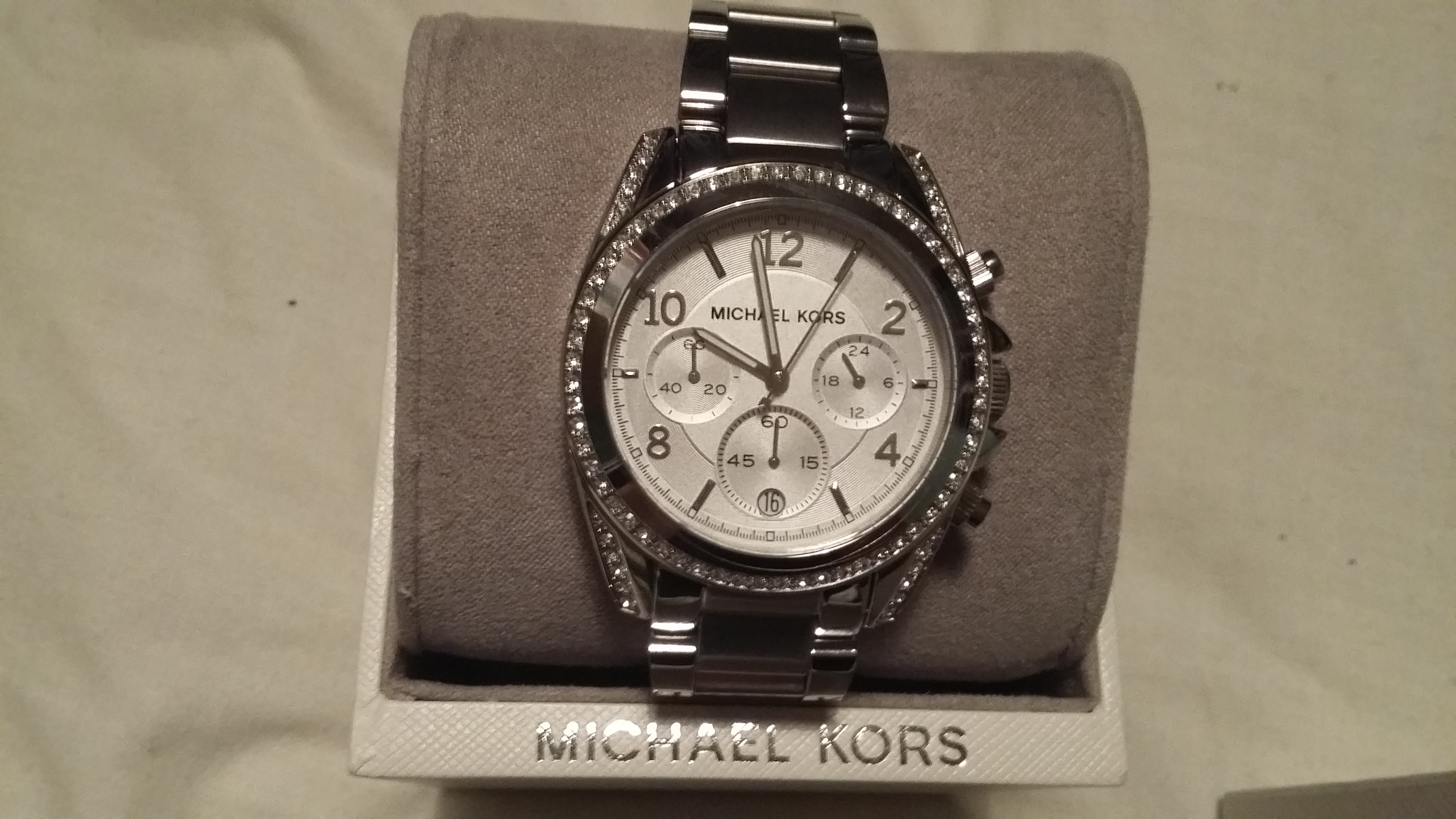 750ee6e19 I bought this michael kors watch for my girlfriend as it was her 31st  birthday she absolutely adores it, it came in a stylish michael kors box,  ...
