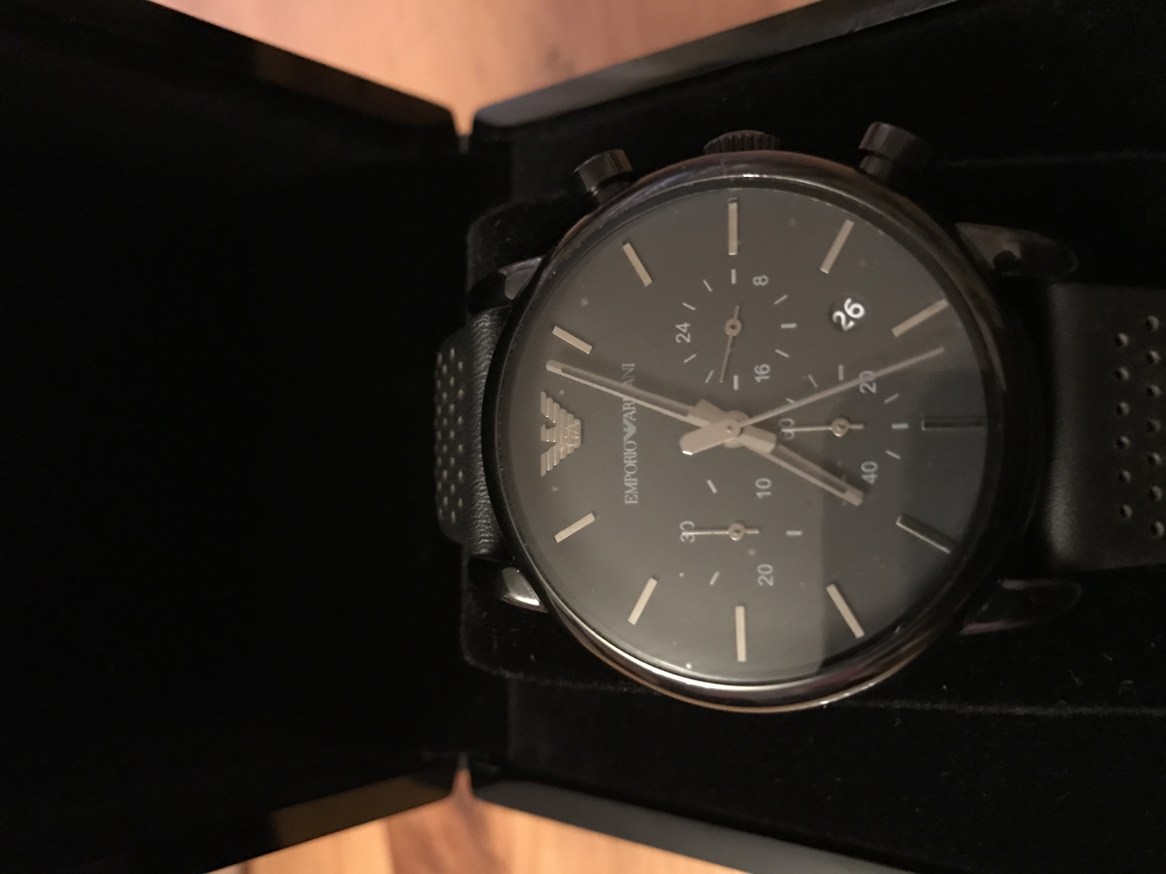 3d7e8e35157 The watch is aesthetically pleasing and very sleek. Perfect for everyday  wear with any outfit as its all black and smart. Only thing I would say  that might ...