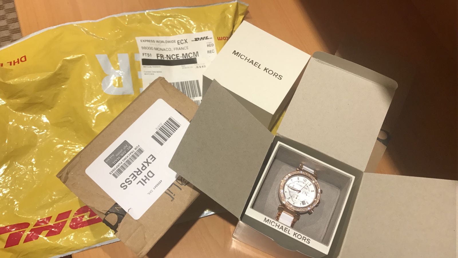 f077d362dbd This is a great shop. Highly recommended shop. 100% AUTHENTIC and fast  shipment. This model of michael kors watch for women is really stunning..i  love it!