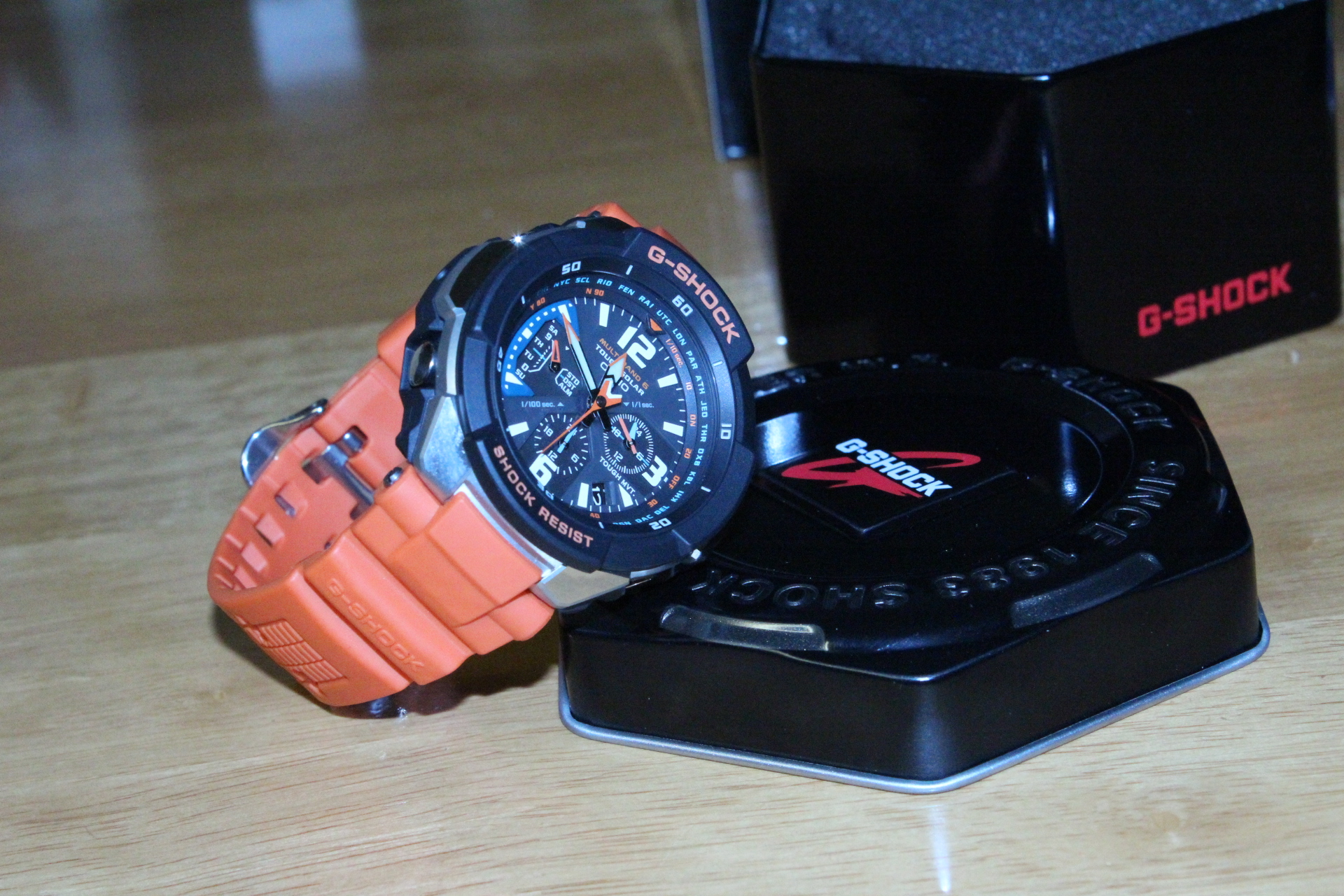 ordered this watch by friday 4pm ish , got it before 12pm next day .Im very  please to say that it didnt fail my expectation of this watches , the  actual ...