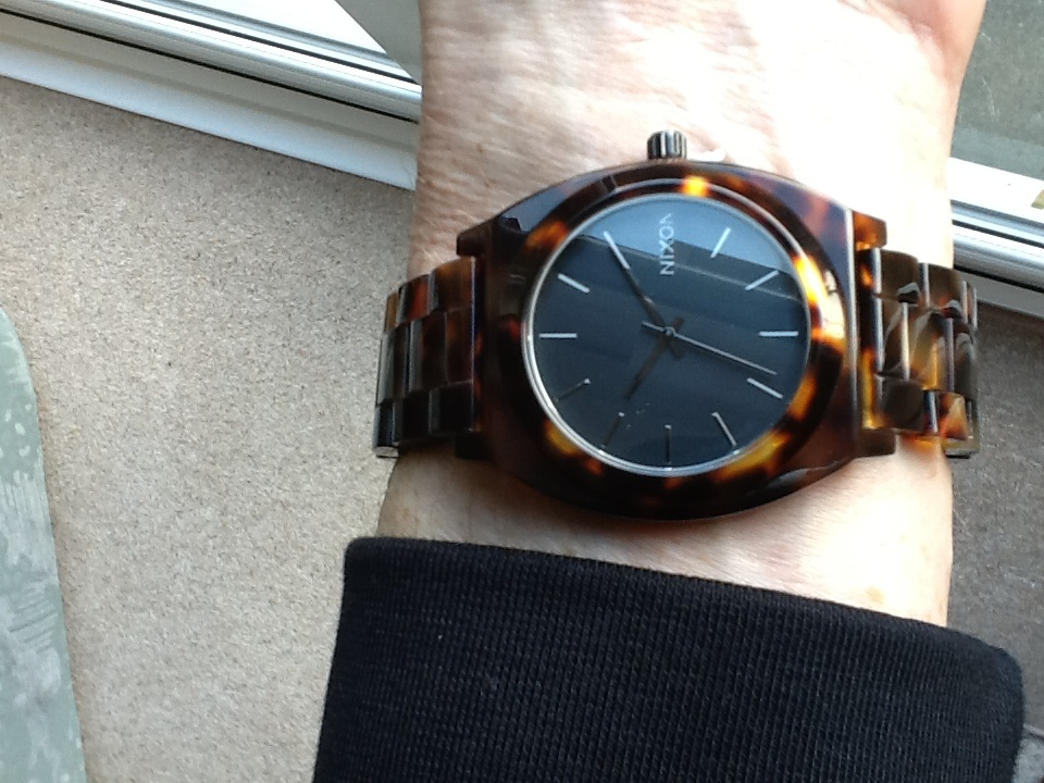 ea8615b8606 I am very pleased with this tortoise shell effect watch. It is eye-catching  in its colour, design and pattern. It is simple but clear in layout and  doesnt ...