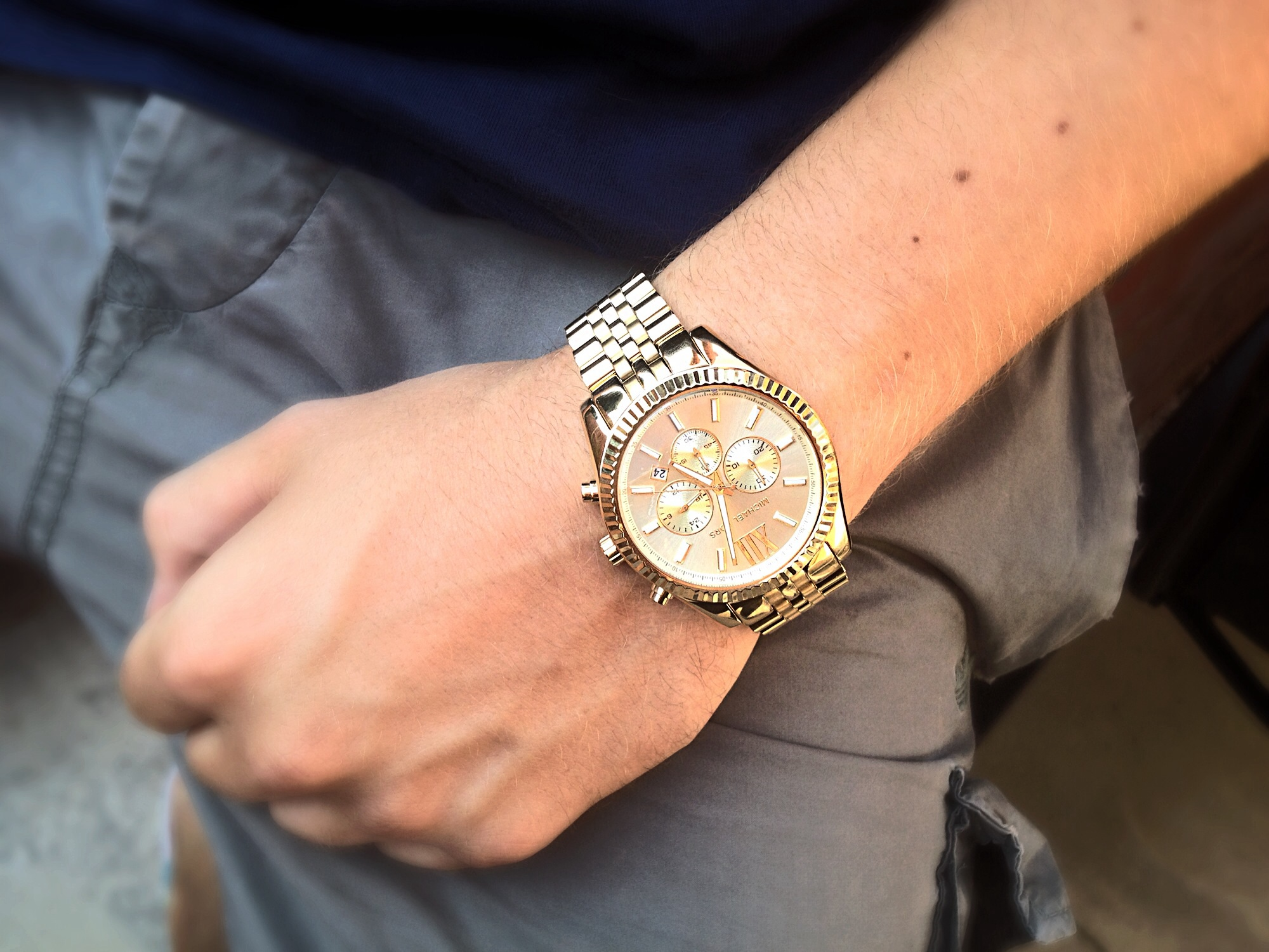 e3093912d709 I bought this watch as a gift for my boyfriend. I wasnt so sure hed like it  at first