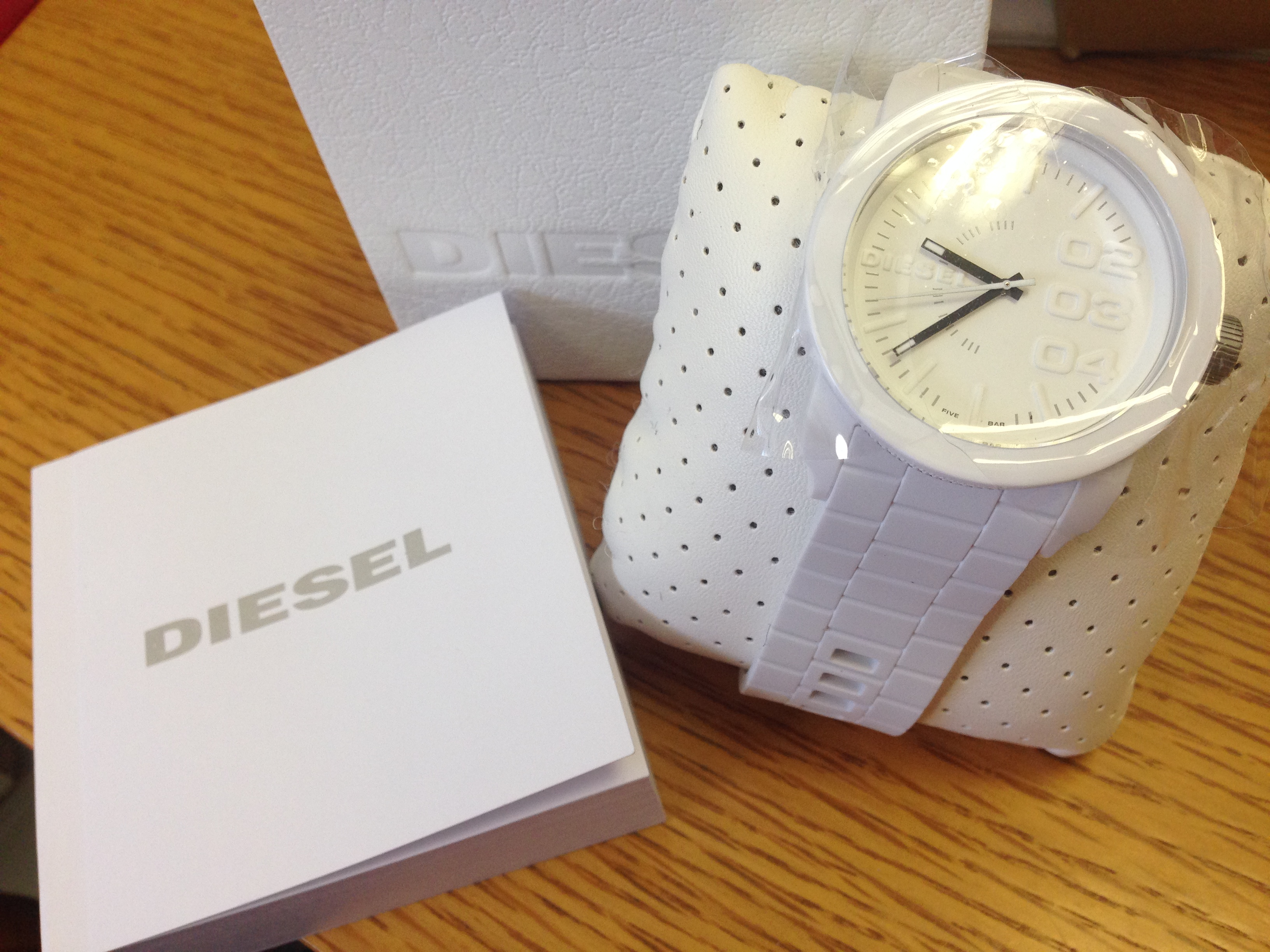 1262fd764664 I purchased the Unisex Diesel Franchise Silicone Watch yesterday morning  and to my delight it arrived today. Generally