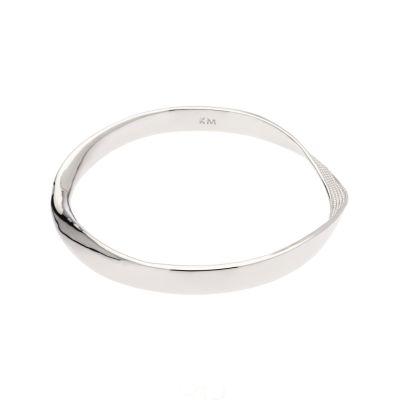 Karen Millen Dam Textured Twist Narrow Bangle Silverpläterad KMJ898-01-03